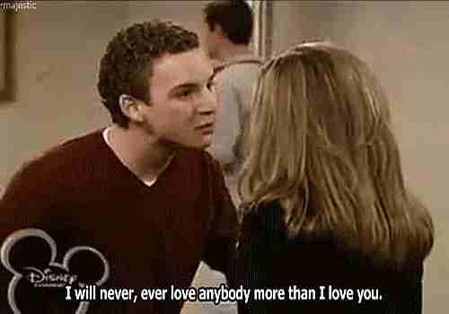"""chico diciendo a chica """"Nunca amaré a nadie más que cómo te amé a ti."""""""