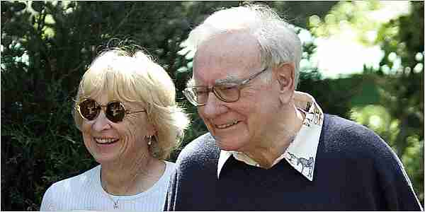 Warren Buffett y Astrid Menks