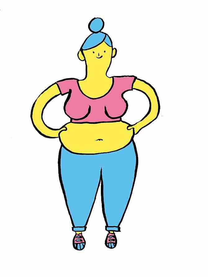 Mujer mostrando la flacidez de su cintura