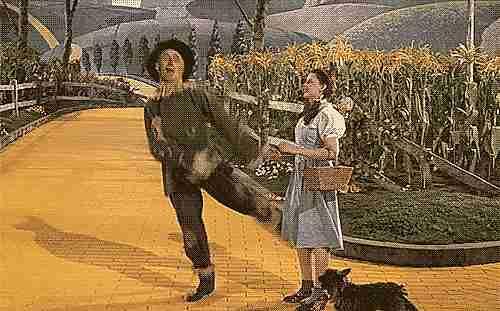 Dorothy, el espantapájaros y Toto