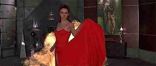 elizabeth hurley en al diablo con el diablo