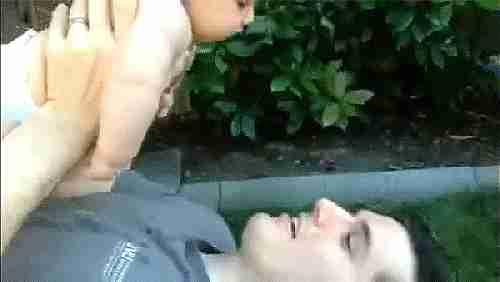 bebé vomitando gif