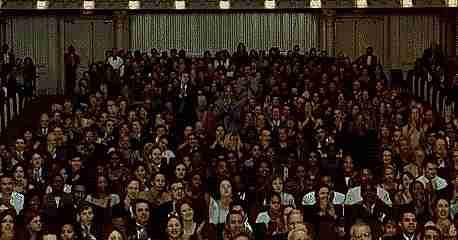 Personas aplaudiendo
