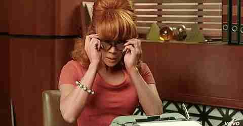gif chica con lentes