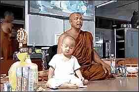 bebé meditando