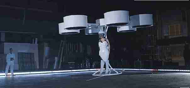 vestido con drones