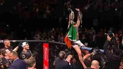 Conor McGregor lucha dos cinturones