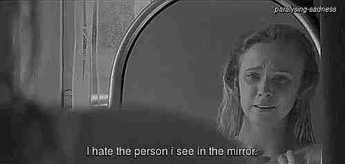 No me gusta la persona que veo en el espejo