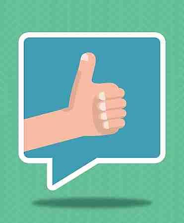 imagen de una burbuja de diálogo con una mano pulgar arriba
