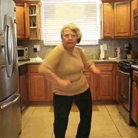 gif abuelas bailando