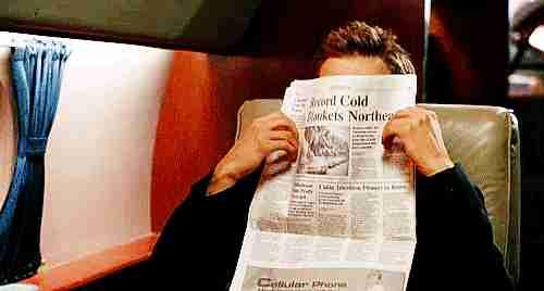 gif leyendo el periódico