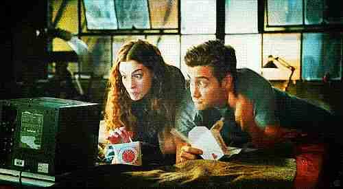 parejas comiendo gif
