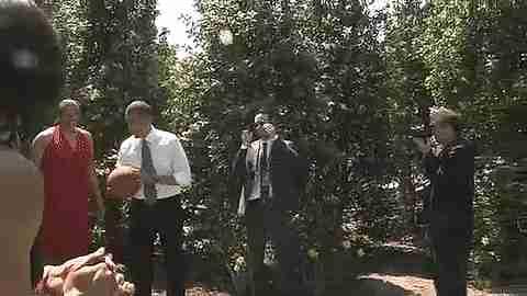 Obama jugando basket