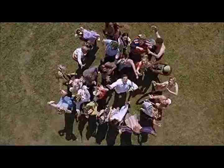 Escena final de baile de virgen a los 40