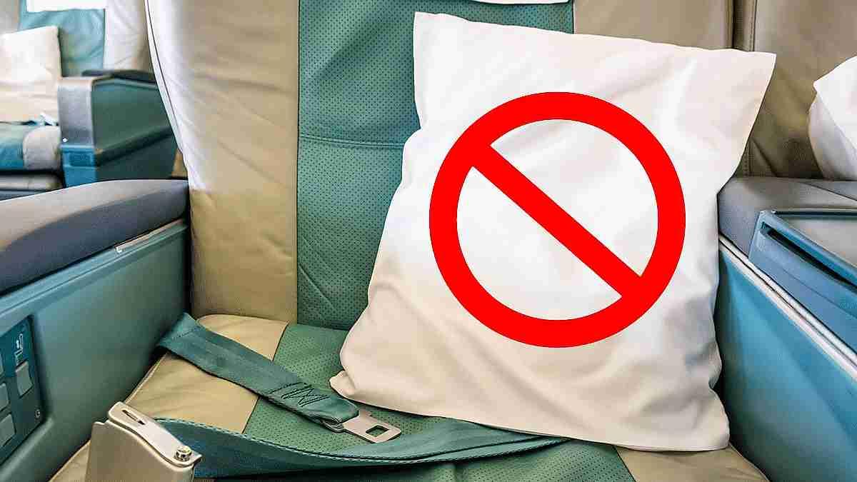 asiento de avión con almohada