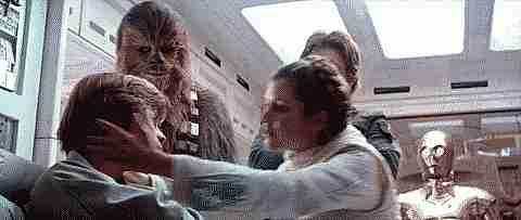 Leia besando a Luke