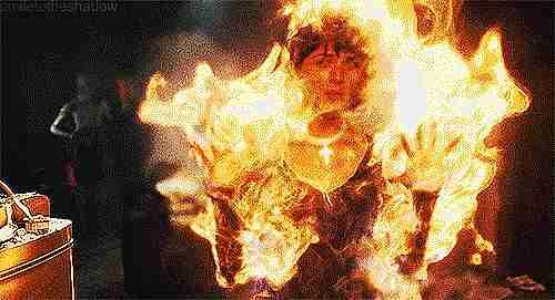 mujer en llamas